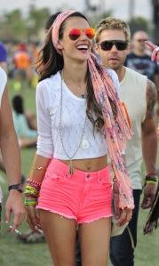 Alessandra-Ambrosio-Coachella-Festival-rayban